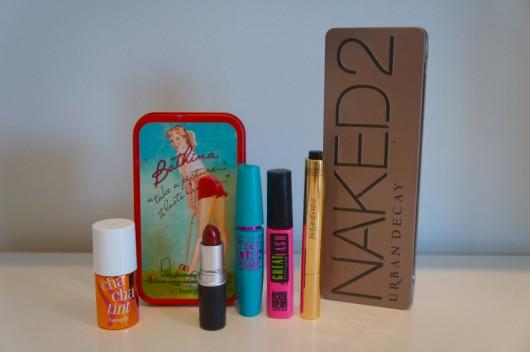 Dicas-de-maquiagem-blog-da-Lari-Duarte-.com-make-up-Benefit