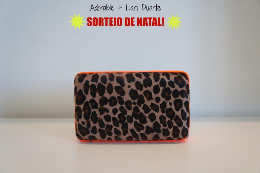 Sorteio-Quer-ganhar-uma-bolsa-?-Blog-da-Lari-Duarte-.com-Adorable-clutch-onça-com-neon-Natal