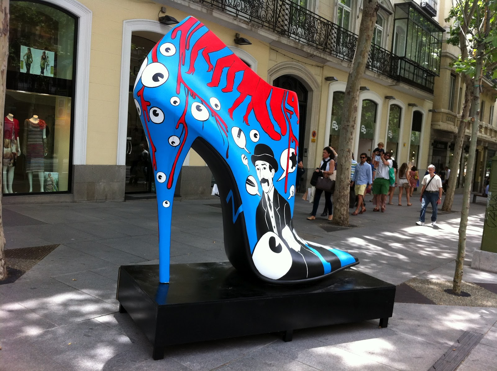 shoes-street-art-blog-da-lari-exposiçao-lari-duarte-art-arte-madrid