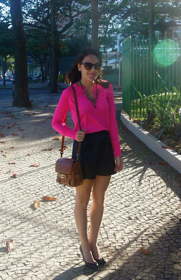 pink-sweater-cashmere-casaco-camy-filgueiras-ateliê-blog-da-lari-duarte-.com-look-do-dia-of-the-day-du-jour-saia-couro-fake-maxi-colar-pedras-lilac-acessórios-loja-virtual-onde-comprar