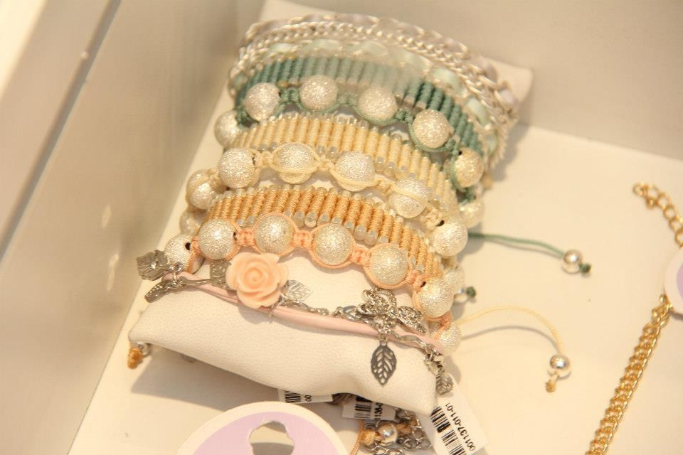 Lilac-lançamento-verão-2013-acessórios-bijouxs-onde-comprar-?-aqui-no-Rio-Blog-da-Lari-Duarte-.com-maxi-colar-anéis-de-falange