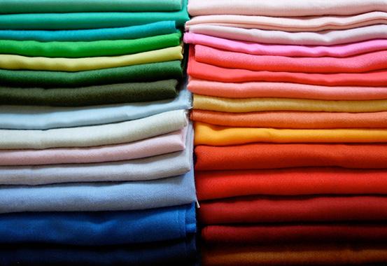 closet-itens-fundamentais-no-closet-de-uma-mulher-peças-básicas-no-armário-Blog-da-Lari-Duarte-.com-top-5-must-have-blazer-preto