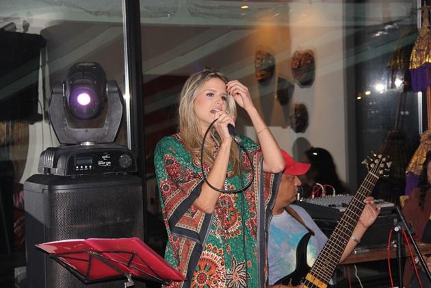 Laila Coelho arrasando, canta muito!