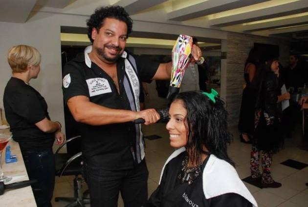 Nanda Nunes (Photochic Girl) fazendo a escova com Marcelo Carneiro (The best babyliss!)