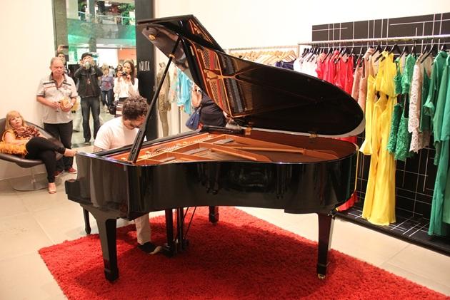 Agilità trouxe o show do pianista Glaucio Cristelo para o meio da loja