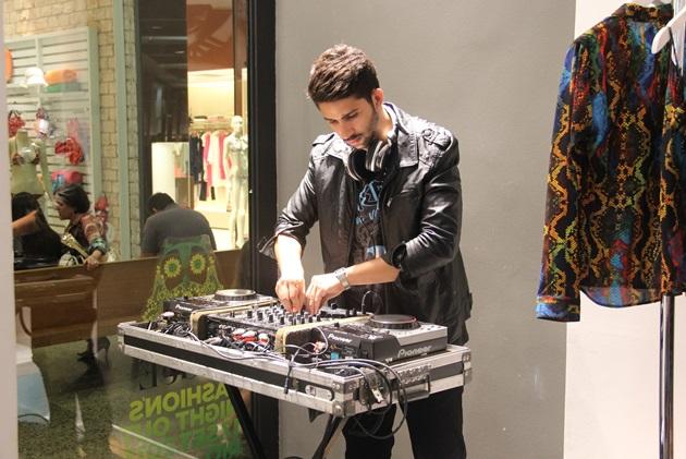 DJ agitando a Ellus