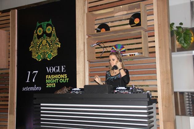 Fechando com chave de ouro a noite, DJ Mary Olivetti da Rádio Ibiza