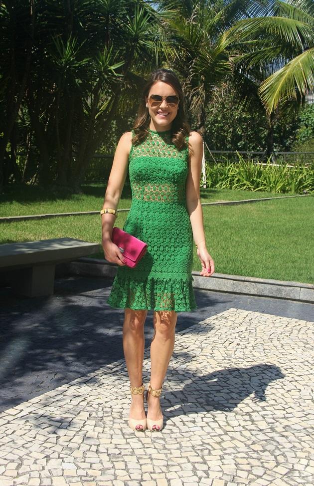 Lari-Duarte-look-do-dia-Skazi-moda-verde-com-rosa-3