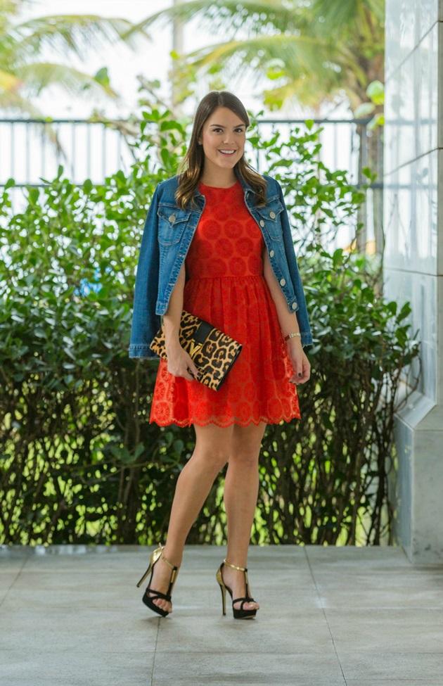 Look-do-dia-Lari-Duarte-jaqueta-jeans-vestido-vermelho