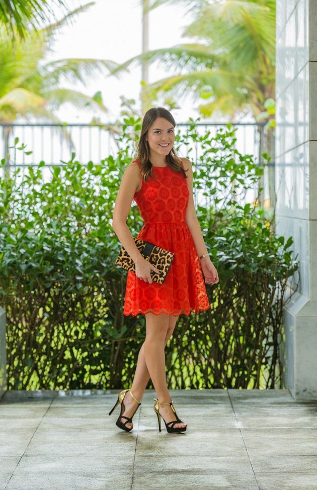 Look-do-dia-Lari-Duarte-jaqueta-jeans-vestido-vermelho-5