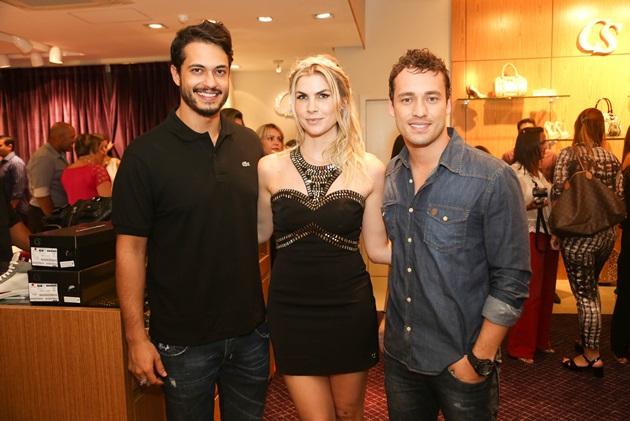 Rafael e Júlia com o também ator Rodrigo Andrade