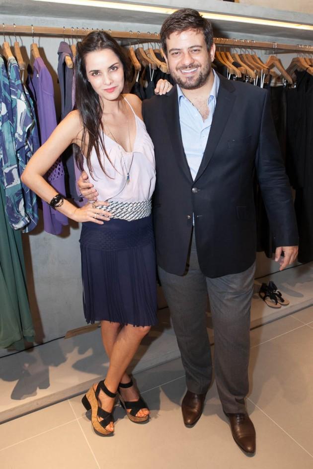 A designer com o colunista da Vogue, Bruno Astuto