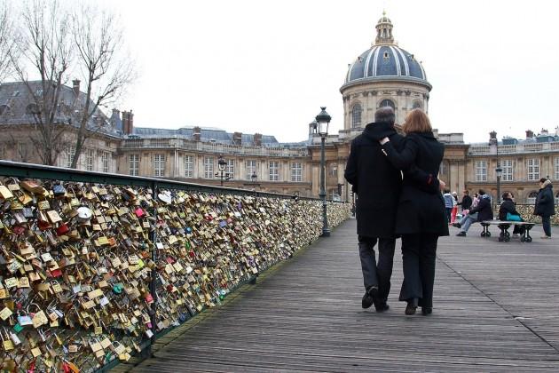 Golpe-roubo-em-turistas-em-Paris-cuidado-aliança-iphone-evitar-dicas-segurança-Lari-Duarte-4