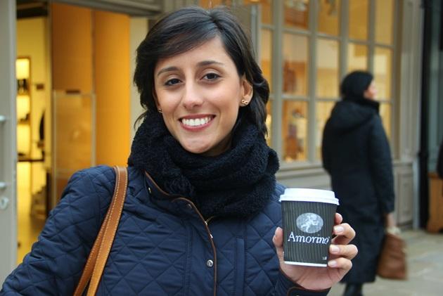 Luisa Lins, minha amiga, com nosso amor: chocolate quente do Amorino #thebest