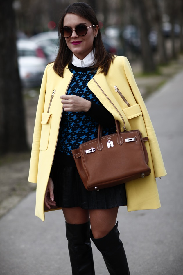 Paris-fashion-week-street-style-inspiration-look-Lari-Duarte-yellow-blue-3