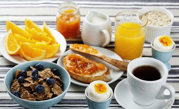 Dica-de-como-não-engordar-muito-em-viagens-saiba-como-nutri-Lari-Duarte-Fábia-blog-fitness-bem-estar-1