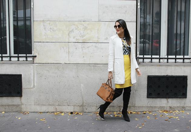 Look-do-dia-street-style-Paris-blogger-inspiration-parisien-saia-lápis-amarela-body-como-usar-Lari-Duarte-ruas-18