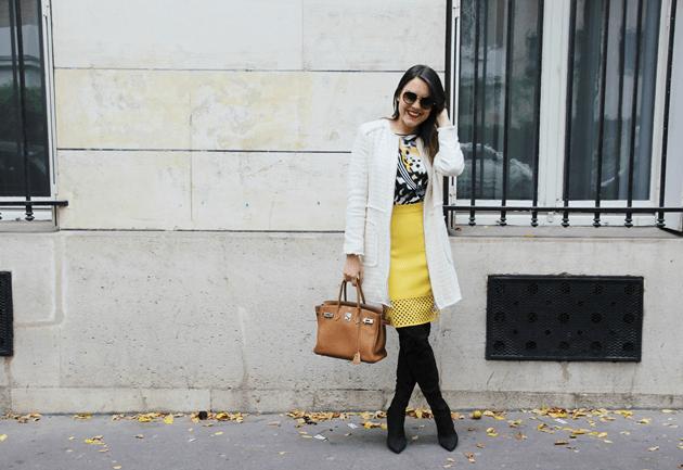 Look-do-dia-street-style-Paris-blogger-inspiration-parisien-saia-lápis-amarela-body-como-usar-Lari-Duarte-ruas-20