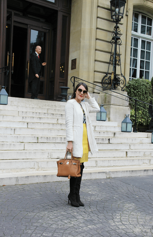 Look-do-dia-street-style-Paris-blogger-inspiration-parisien-saia-lápis-amarela-body-como-usar-Lari-Duarte-ruas-25