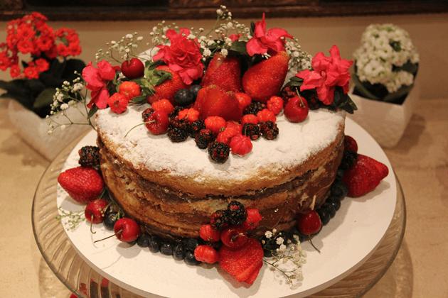 Naked Cake da Comfeito. Além de lindo, delicioso!