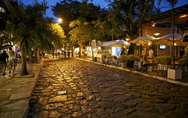 Rua das Pedras em um raro momento vazia rs