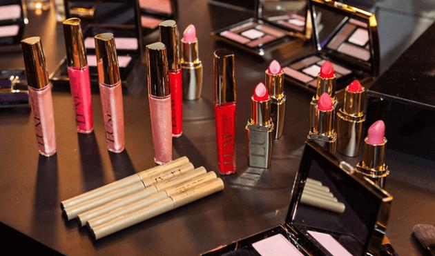 Resenha-Avon-Luxe-Nova-Maquiagem-tutorial-make-maquiagem-como-fazer-para-balada-dia-Lari-Duarte-2