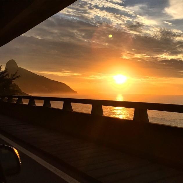 Nascer do sol lindo quando eu estava indo para o aeroporto