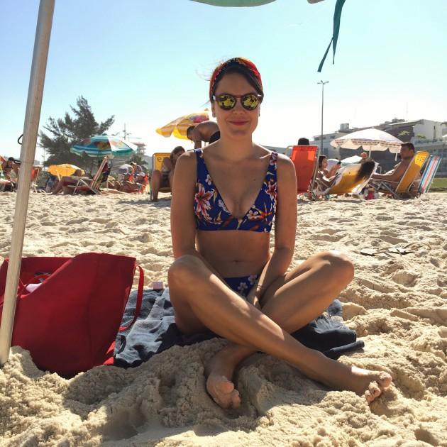 Eu na praia último domingo e feliz comigo mesma