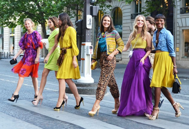 row-of-colorful-women-streetstyle-_-glitterandpearls.com_