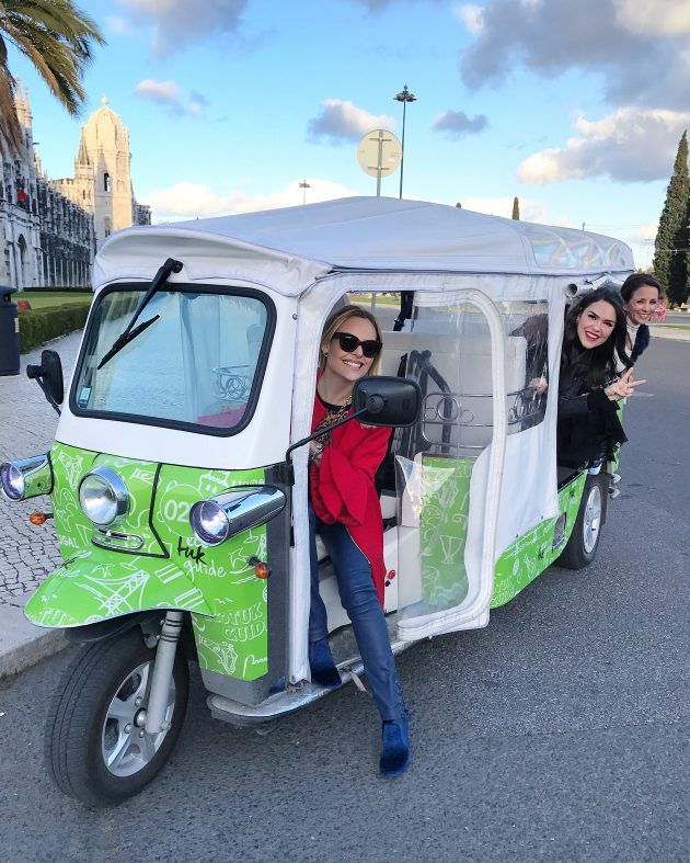 Produto-TAP-Portugal-Stopover-Cia-aérea-viagem-europa-blog-da-Lari-Duarte-aerolook-look-para-viajar-Tuk-Tuk-tuktuk-Lisboa-Porto-City-Tour